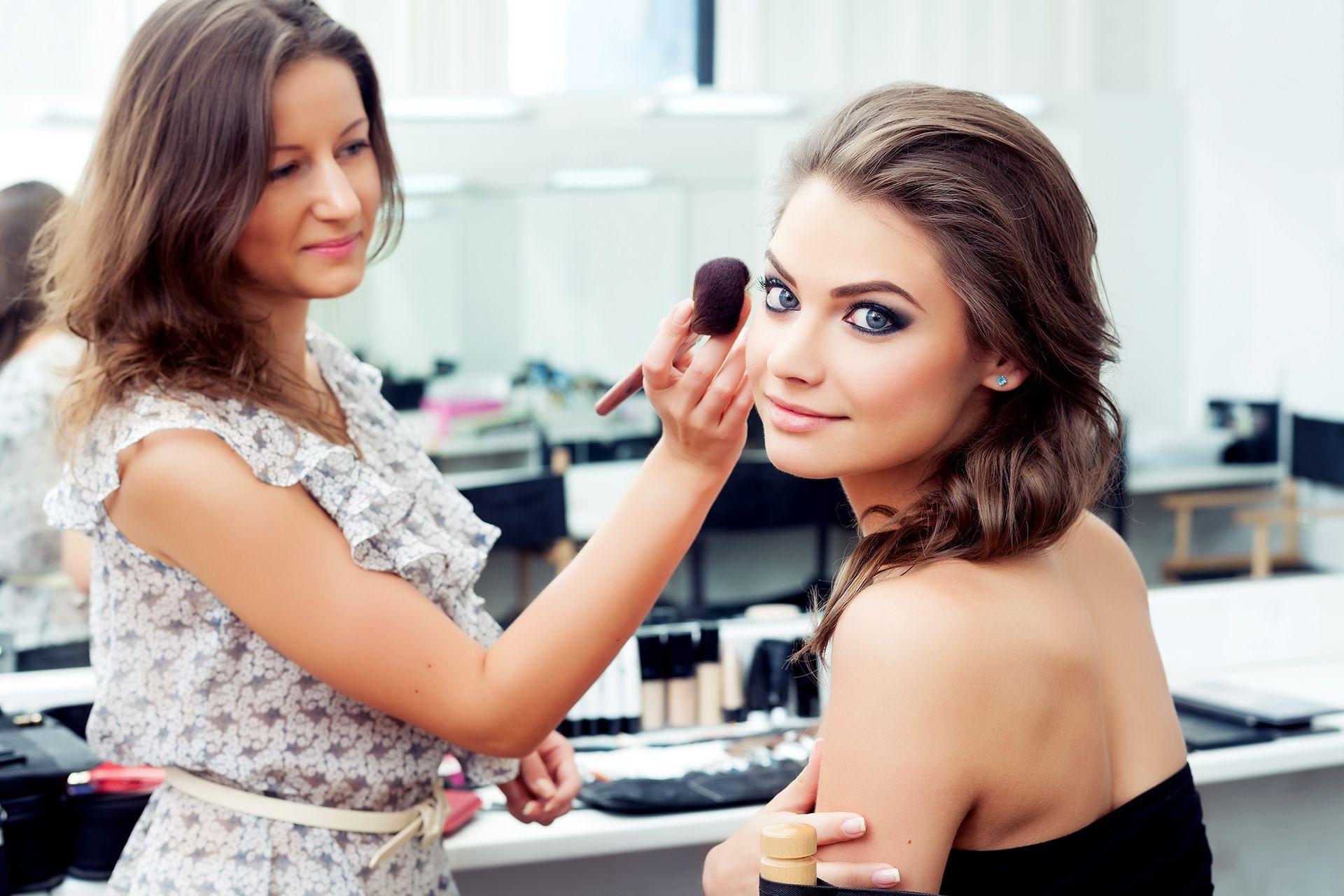 Makeup Beratung Ab 19 Schminken Vom Profi Lernen