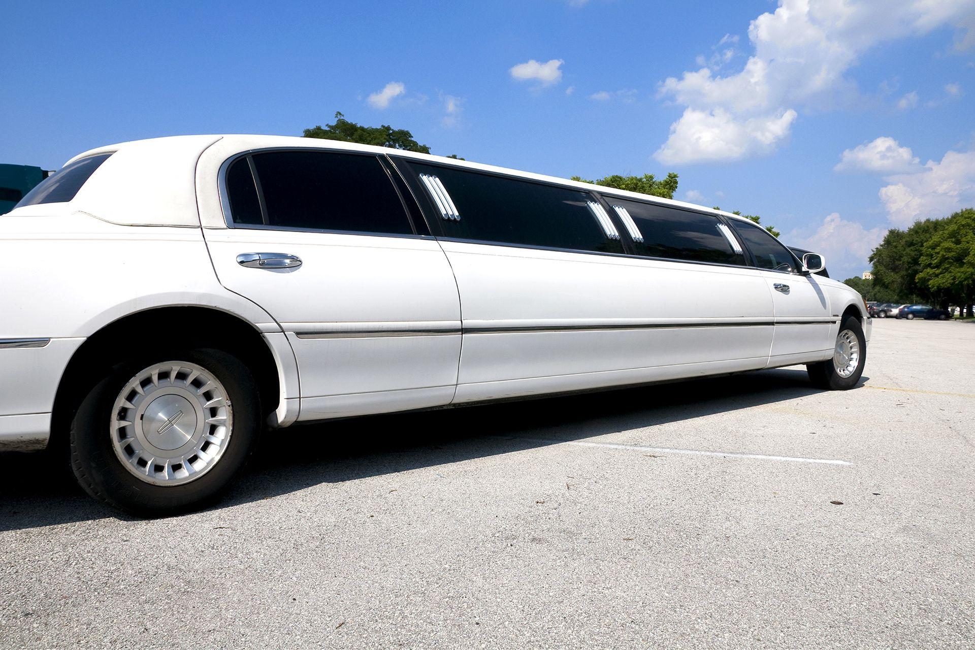 limousine mieten in berlin ab 190 luxuri ser wagen. Black Bedroom Furniture Sets. Home Design Ideas