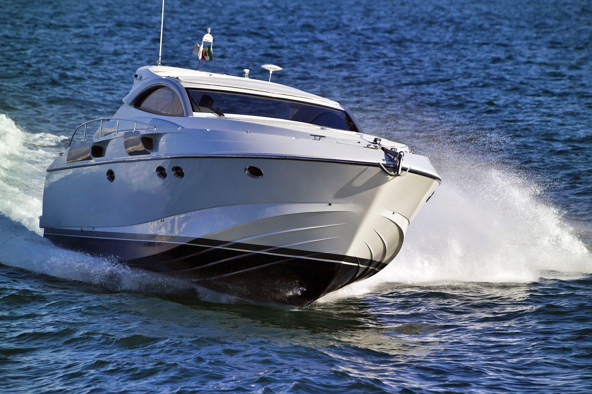 motorboot la cura dello yacht. Black Bedroom Furniture Sets. Home Design Ideas